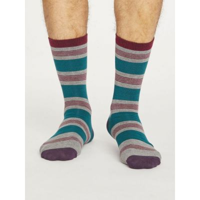 Chaussettes rayées homme de la marque Thought grises et bordeaux