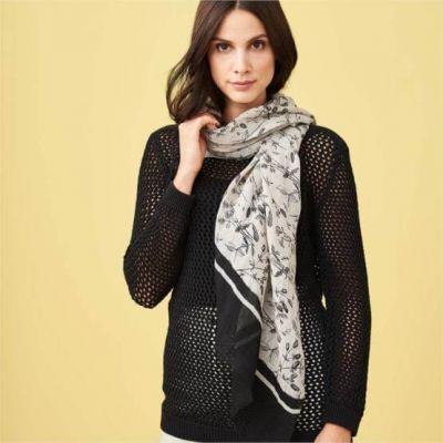 Foulard léger en lin bio de la marque Living Crafts