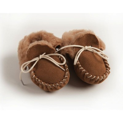 Petits chaussons fourrés marron pour bébé